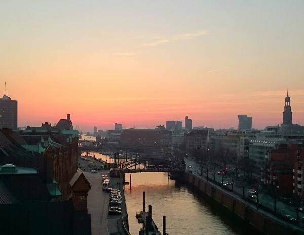 Sonnenuntergang über der Hamburger Speicherstadt